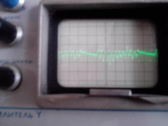 4) Сигнал который должен идти на компаратор, снят трансформатором тока, заземлен 1 кОм