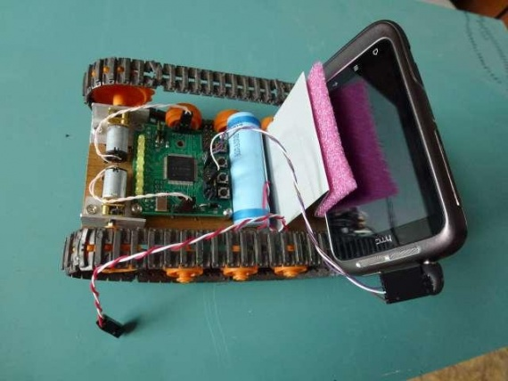 Машинка под управлением сотового телефона с ОС Android